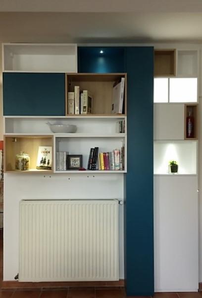 Réalisation d'un meuble bibliothèque sur mesure dans une entrée